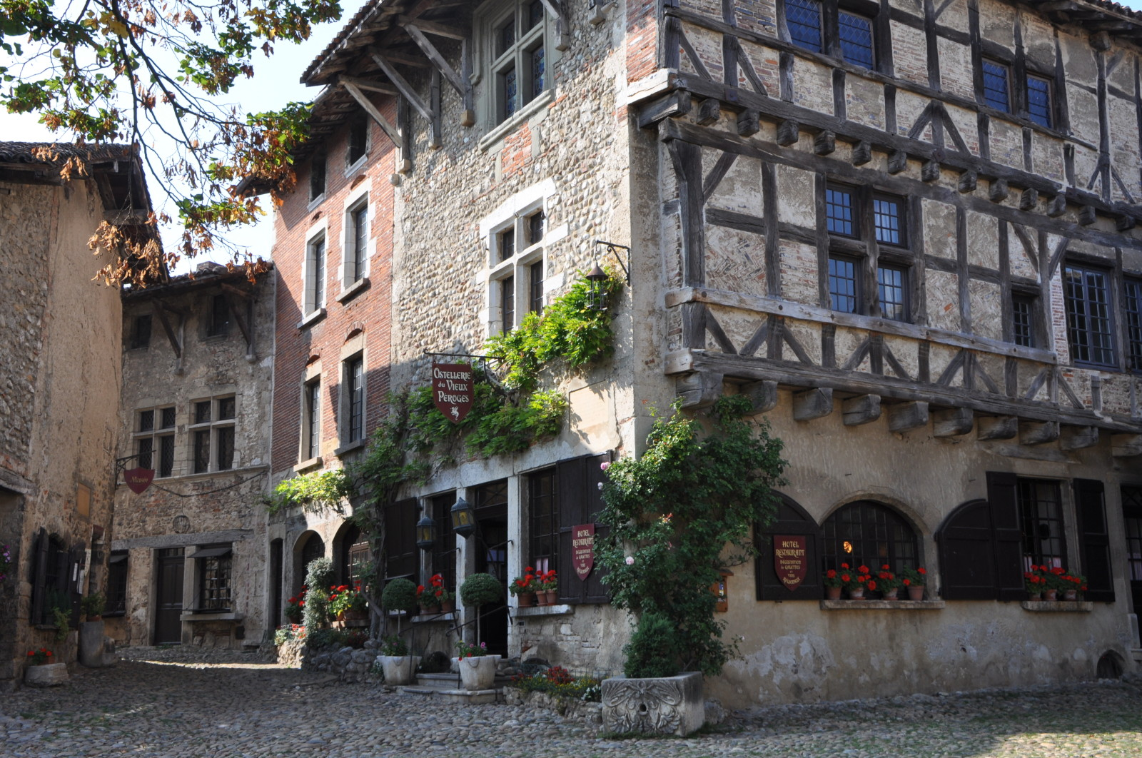 Only at the heart of Lyon you can find such charming places like this townhouse from 16th century.